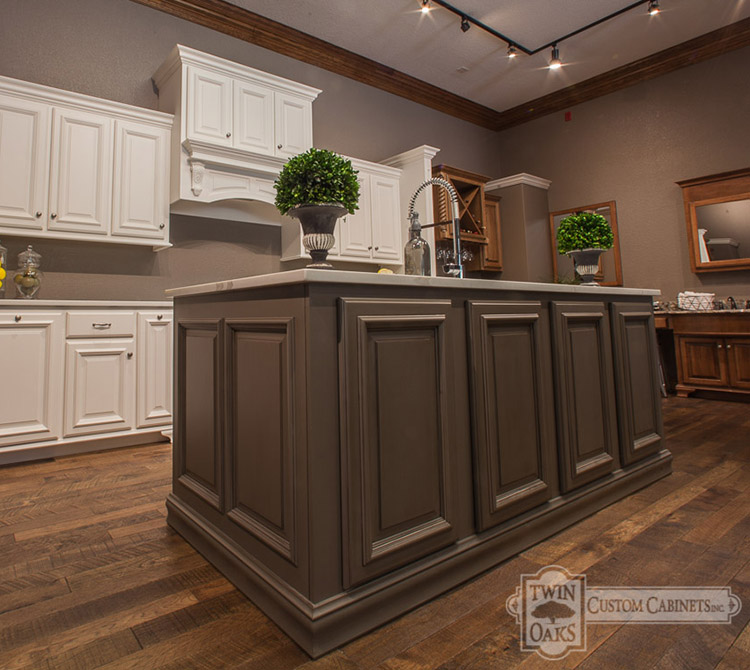 Twin Oaks Custom Cabinets logo